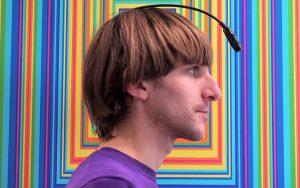 neil harbisson antena en la cabeza