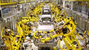 robot en cadena de montaje de vehículos