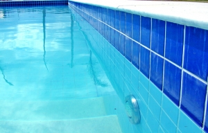 mejores robots limpiafondos para piscina
